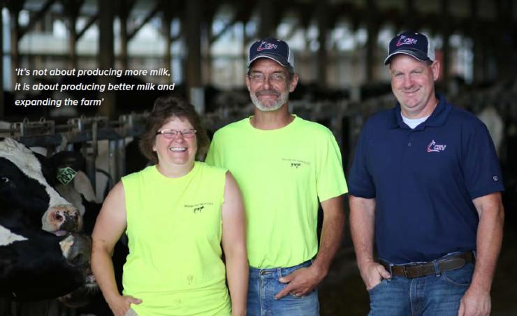 """Tuvimos la suerte de tener la maravillosa oportunidad de tomar las riendas de esta granja. Amamos nuestra vida y amamos trabajar con nuestras """" vacas """". Emily Branagan, Woods Hill Farm, Turín, Nueva York"""